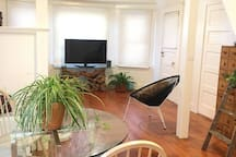 *Less than 2 min to SAND**LOFT in VENICE Bungalow*
