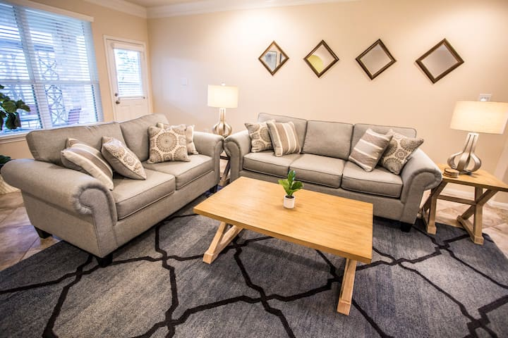 Cozy Richmond home available for extended stay.