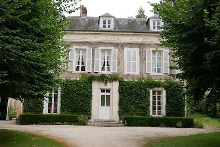 Grande casa, jardim, piscina, quadra de tênis - Saint-Désir - 단독주택