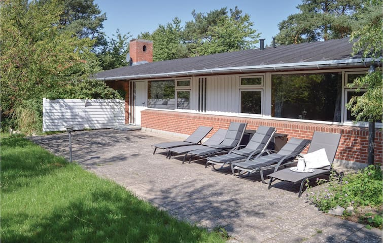 Holiday cottage with 5 bedrooms on 306m² in Gilleleje