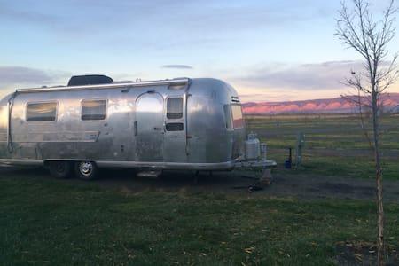 Camp at Grande Hot Springs Resort - La Grande