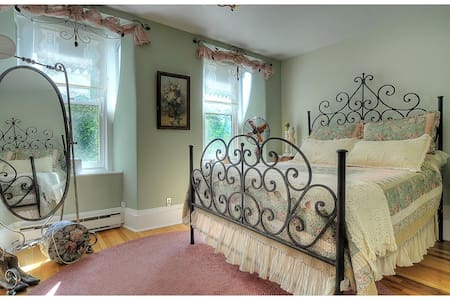 Romantic Getaway,Historic Victorian in Downtown BV - Buena Vista