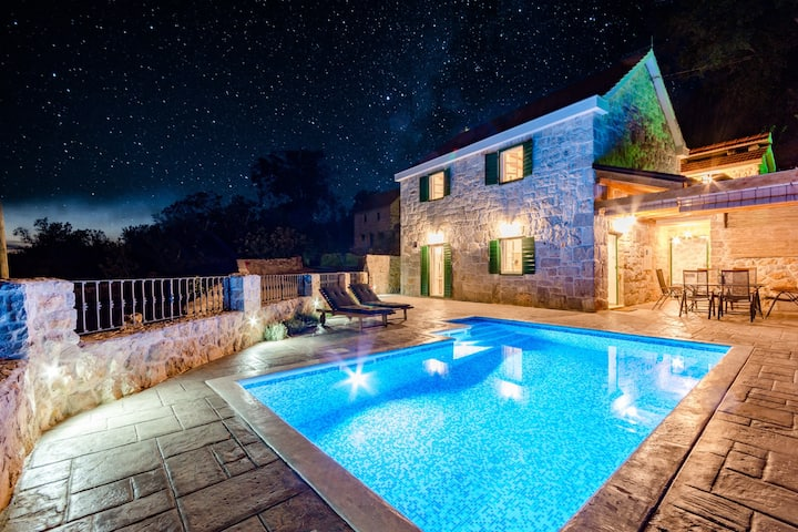 Holiday Home Rustic - Two Bedroom Holiday Home with Private Pool