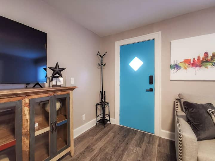 W-2E · New 1BD Very clean Westport Condo with balcony.  Very clean and freshly remodeled.