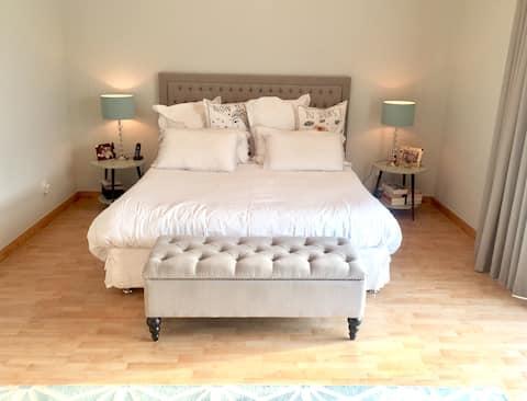 Master bedroom & bath in stylish villa with pool