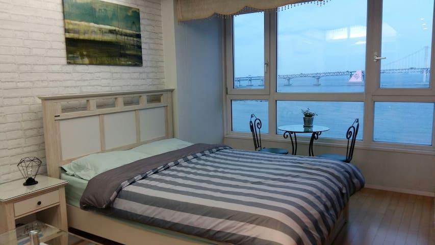 Ocean front/Panoramic view ♡필그림 하우스♡ - 부산광역시 - Departamento