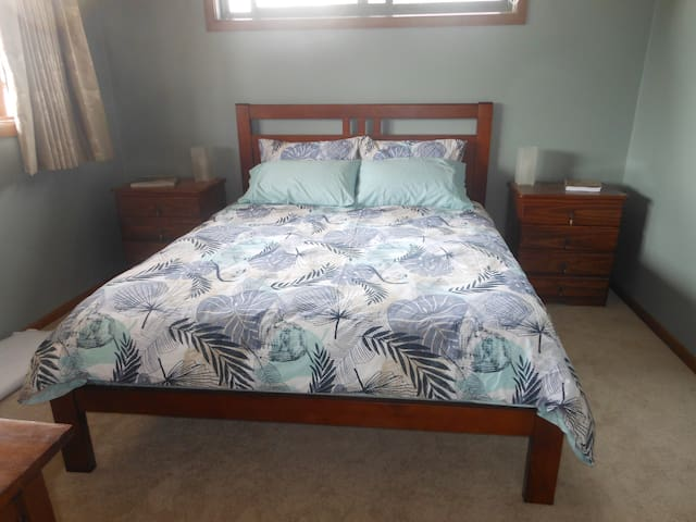 A queen size bed.