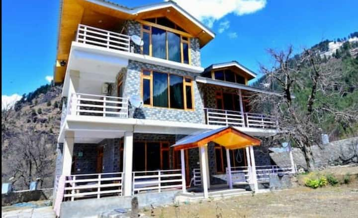 Luxury stay with beautiful mountain view at manali
