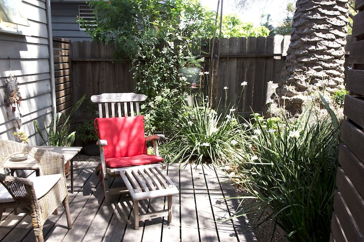 cozy + hip garden studio in Northpark