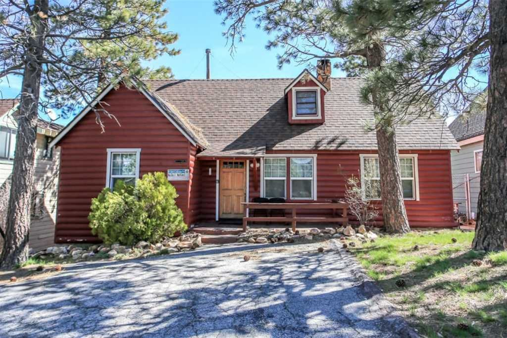 Bear lake cabin charming cabin with amazing lake views for Cabins big bear lake ca