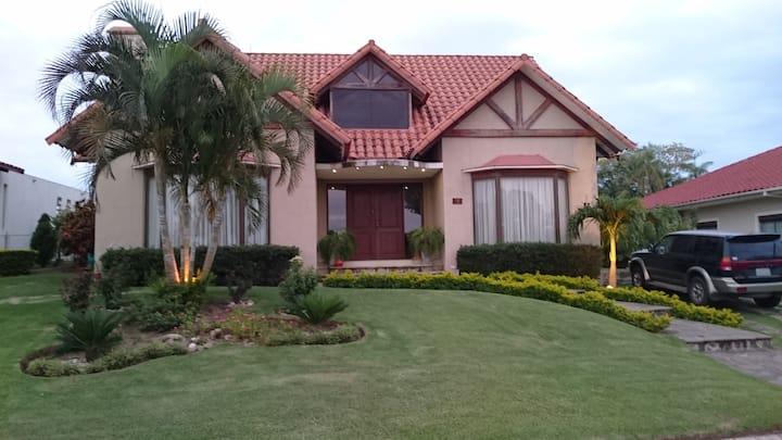 Residencia del Urubó/Full House