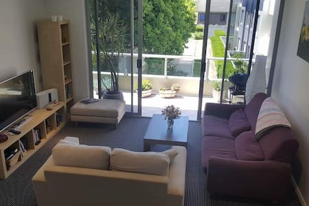 Spacious 1 bedroom apartment - Chiswick