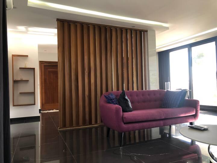 Bel appartement meublé et moderne au Point E.