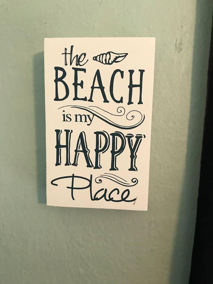 Beachy Hide-a-way, 1 block to BEACH!