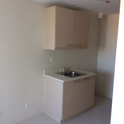 Brand new unit, furnished, 1 ride to Megamall