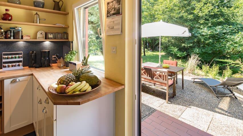 Wohnküche mit Ausgang zum Garten