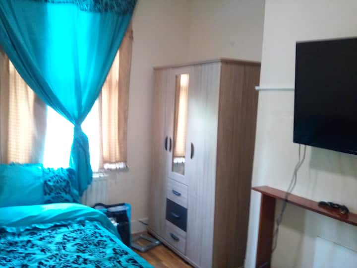 Lovely, cosy double room in North London