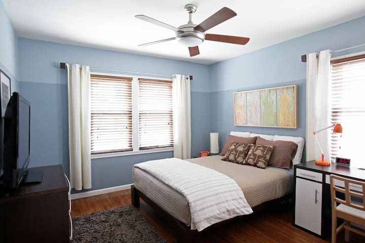 Private bedroom in house - Los Angeles