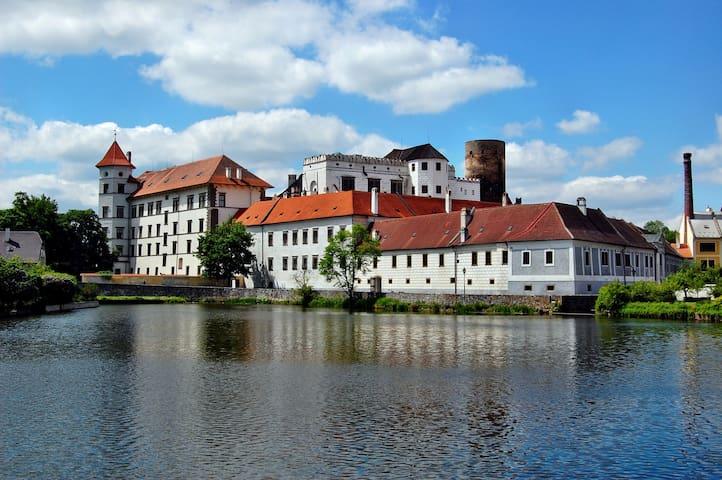Apartmán v centru města v těsné blízkosti zámku