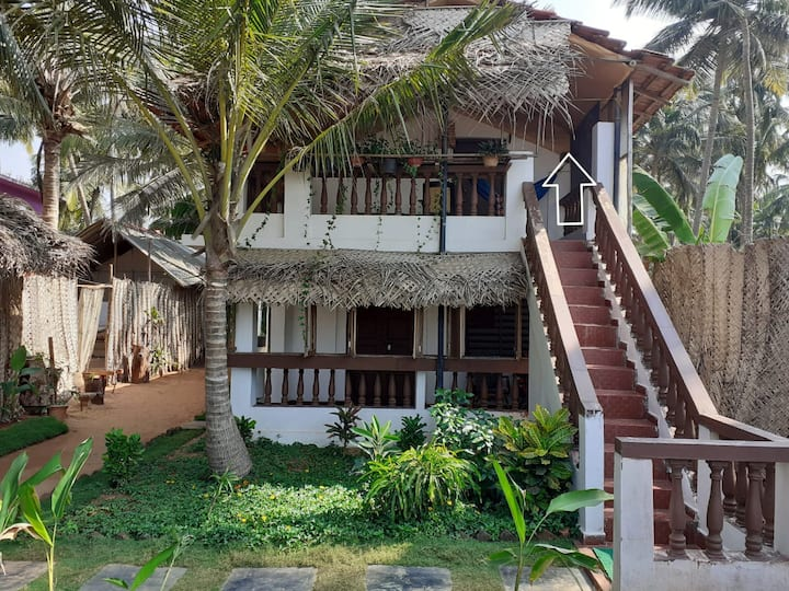 Sea Front room for 2 on Agonda Beach 109