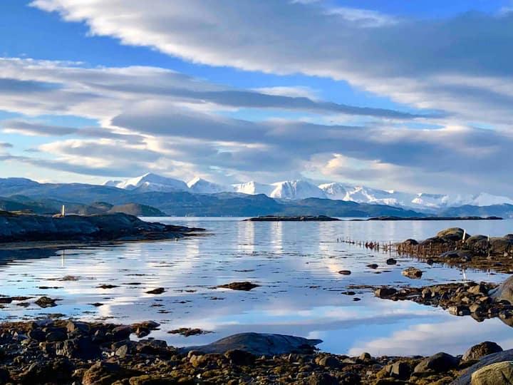 Småbruk ved sjøen på Nordmøre