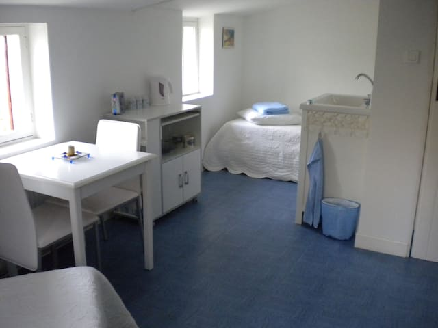 Own entrance, spacious single room, breakfast inc.