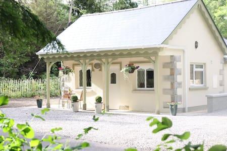 Idyllic 5* Gate Lodge on Historic Country Estate