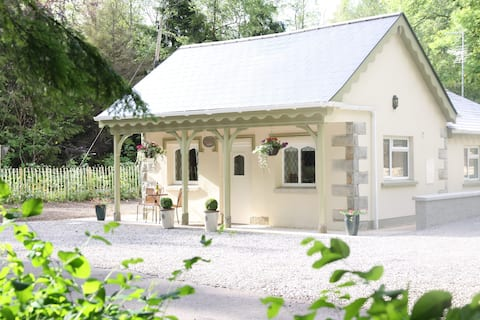 Idyllic 5* Gate Lodge on Historic Country Estate