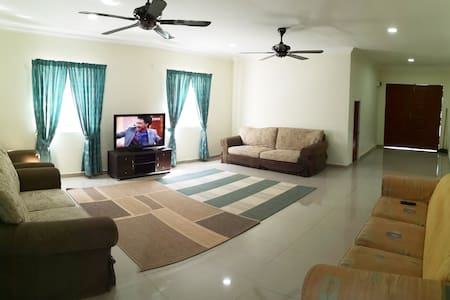 Lot 91 Homestay Sungai Buloh - Family Suite