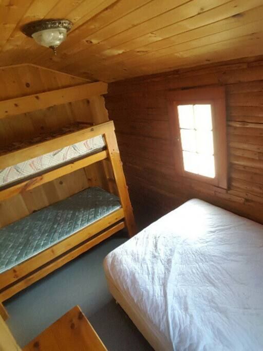 Sleeps 4, single bunks and 1 double bed