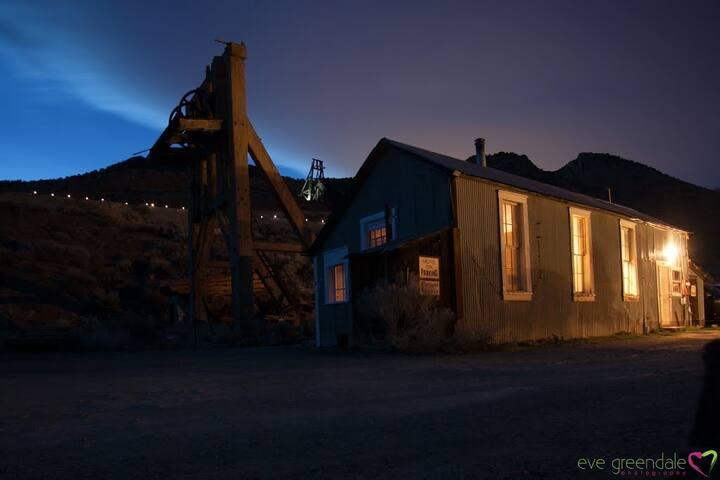 Charming Historic Cabin near Virginia City Nevada!