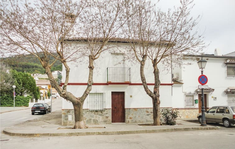Semi-Detached with 4 bedrooms on 87m² in El Bosque