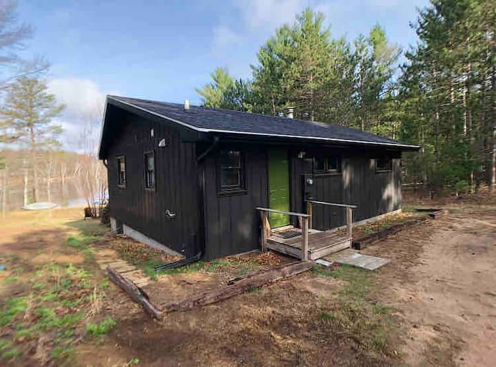 Cabin on Private Lake- Newly Renovated!