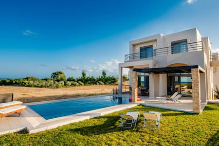 Luxury Greek Blue Wave Villa & Private Beach - Gennadi - Hus