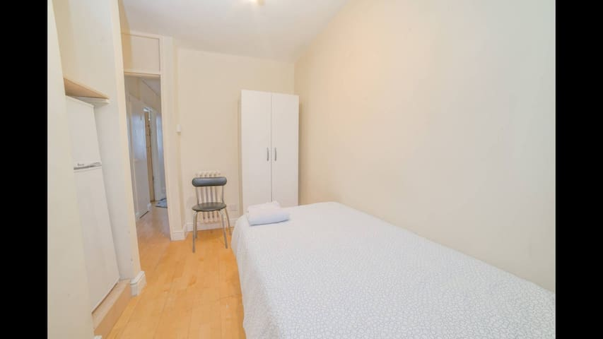 Single Room Central London. Walk to all Landmarks