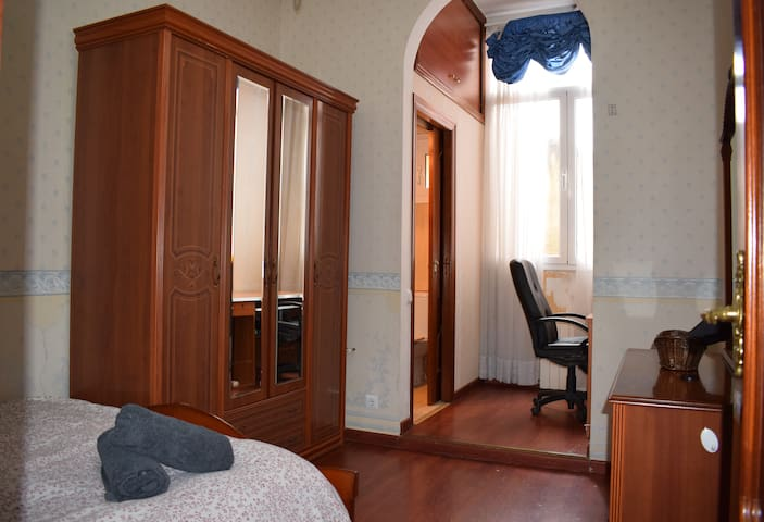 Cosy Bedroom & private toilet