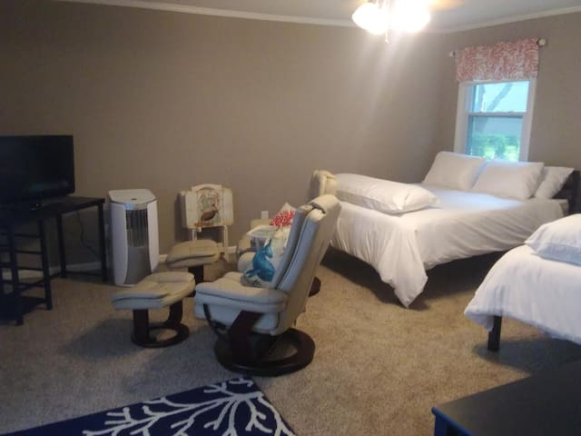Your Captain's cottage with two pillow-topped Queen beds, two captains chairs, ROKU TV, personal heater/AC.