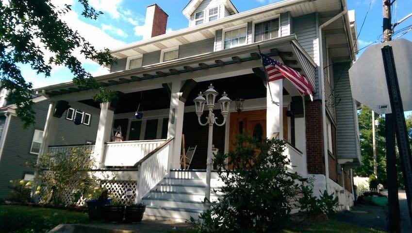 Charming 1906 home(walk to US Open) - Oakmont - บ้าน