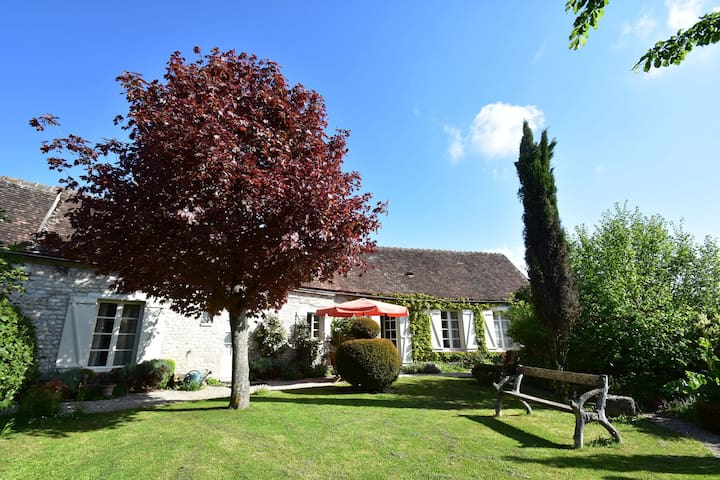 Beautiful 18th century holiday home with enclosed garden 1 hour from Paris