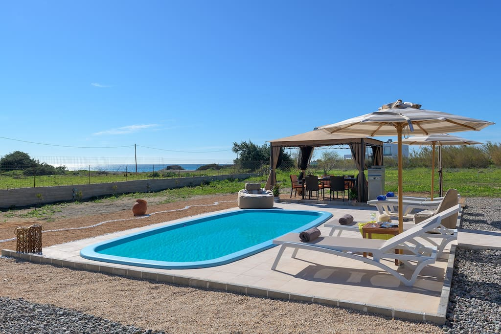 Eventhough the beach is at 90 m away, you can also enjoy the sun by your private pool