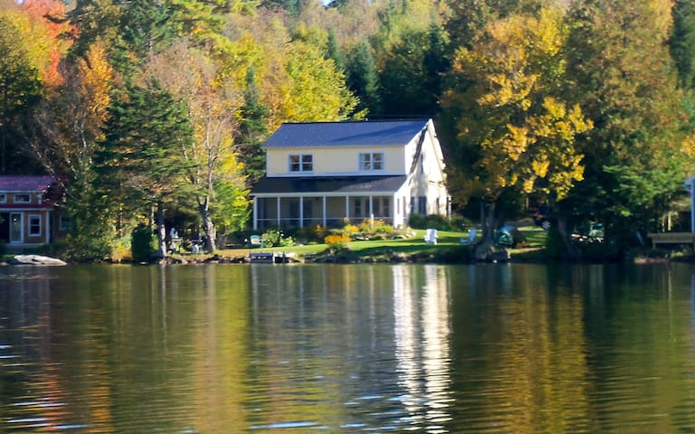 Waterfront cottage on peaceful pond - Glover - Casa