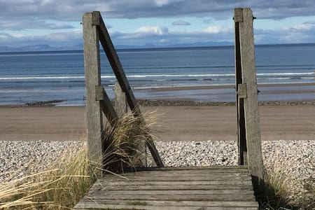 Bright, Beach Apartment - Findhorn