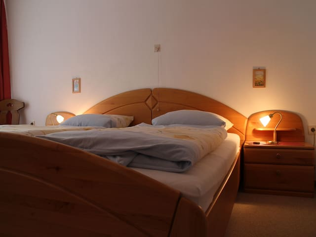 Pension Schoch, (Triberg-Gremmelsbach), Ferienwohnung B, 63 qm, 2 Schlafzimmer