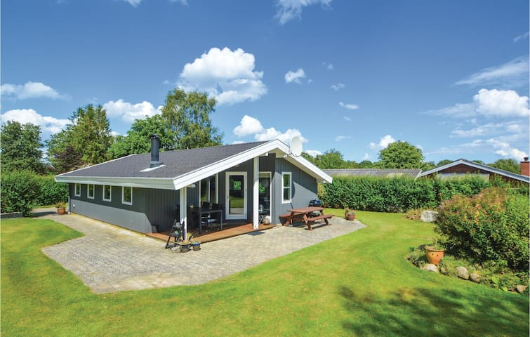 Holiday cottage with 2 bedrooms on 76m² in Hejls
