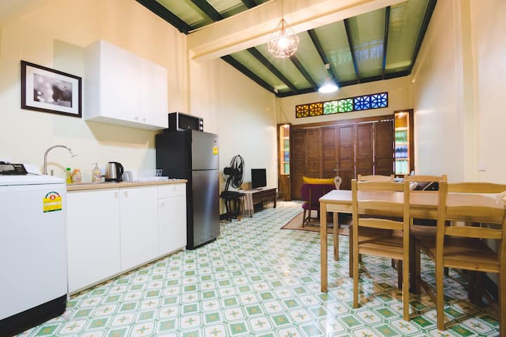 DAISY HOUSE, Best Location Old Town grand palace.