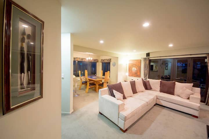 Modern townhouse- a great space close to transport