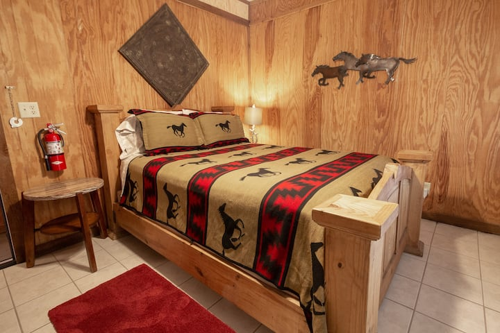 Bandera Bunkhouse on Main - Suite 4