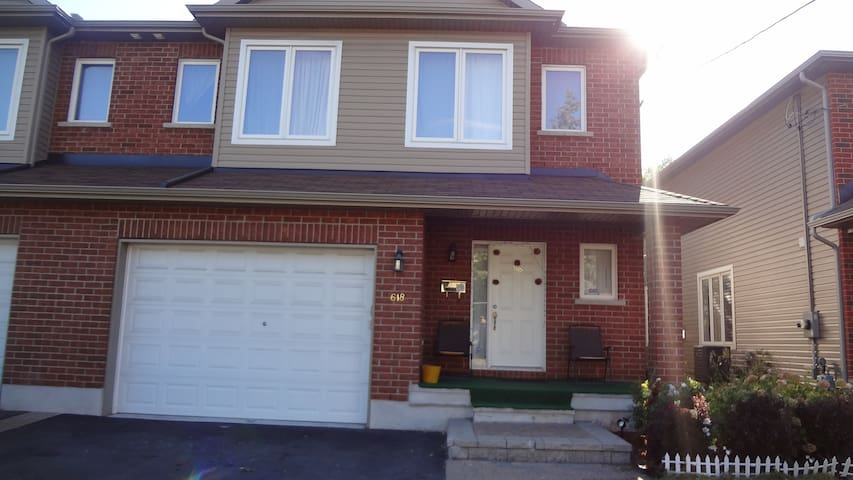 Nice spacious semi-detached home; 15mins frm dtwn
