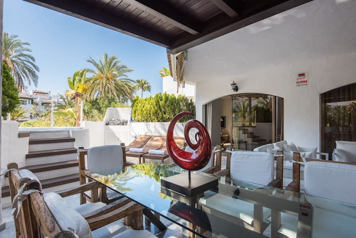 Stunning apartment 1 min from the beach. Marbella