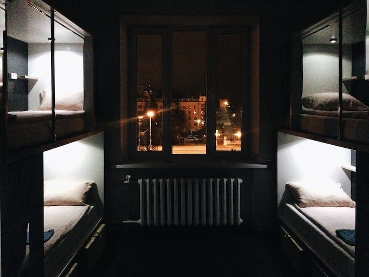 Кровать в 8-ми местном номере